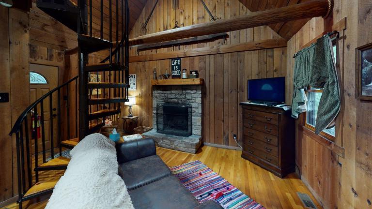 Hocking Hills Cabins Anniversary Living Room