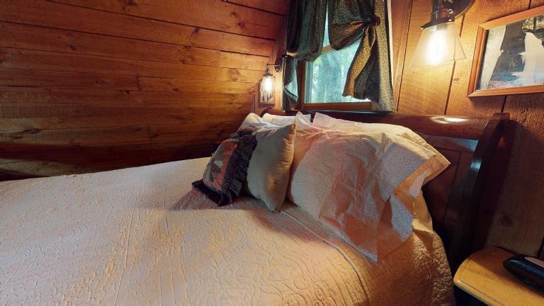 Hocking Hills Cabins Anniversary bed