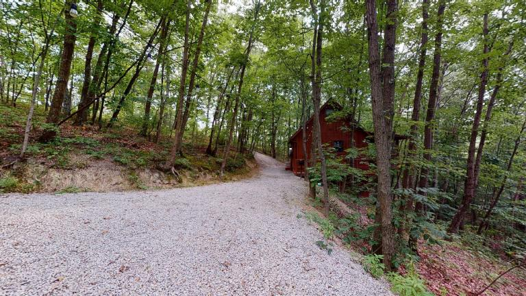 Hocking Hills Cabins Anniversary driveway