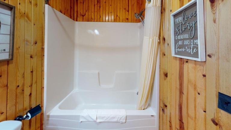 Hocking Hills Cabins Honeymoon Bathroom