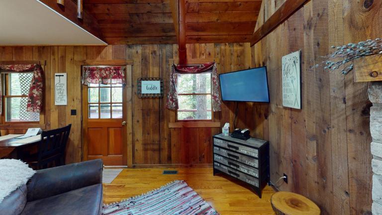 Hocking Hills Cabins Honeymoon TV