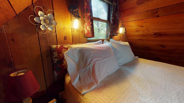 Hocking Hills Cabins Honeymoon bedroom view