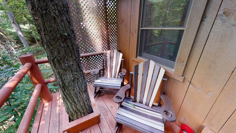 Hocking Hills Cabins Honeymoon deck