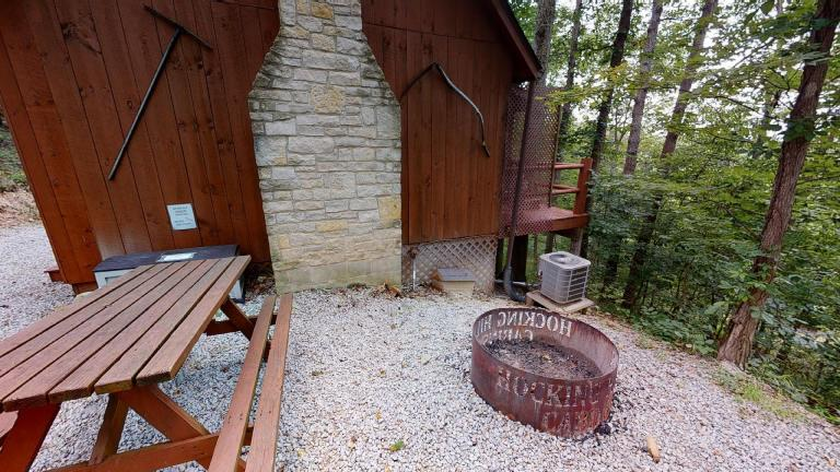 Hocking Hills Cabins Honeymoon firepit