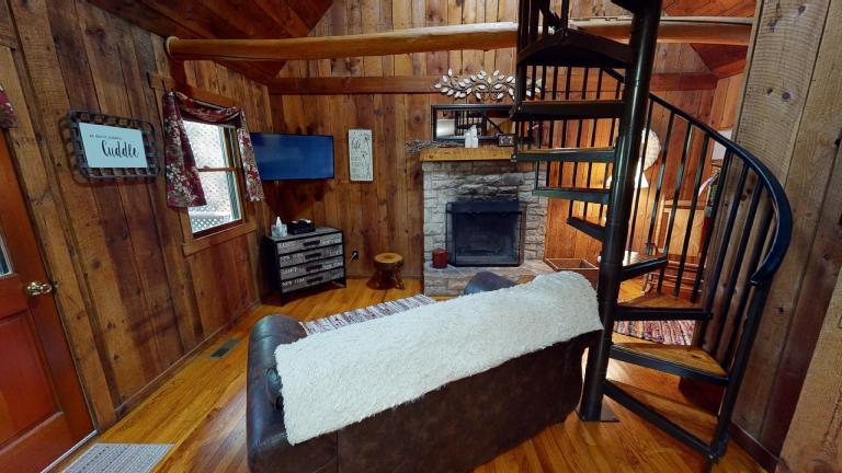 Hocking Hills Cabins Honeymoon interior
