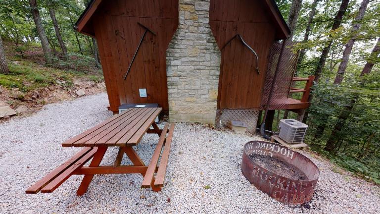 Hocking Hills Cabins Honeymoon picnic table