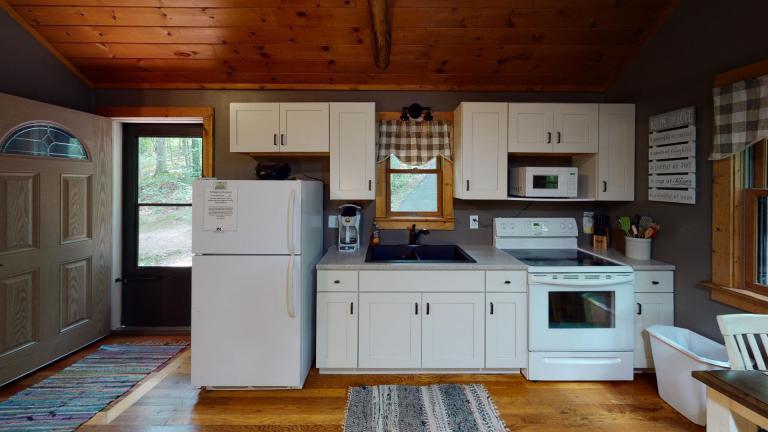 Hocking Hills Cabins Nestled Away Kitchen