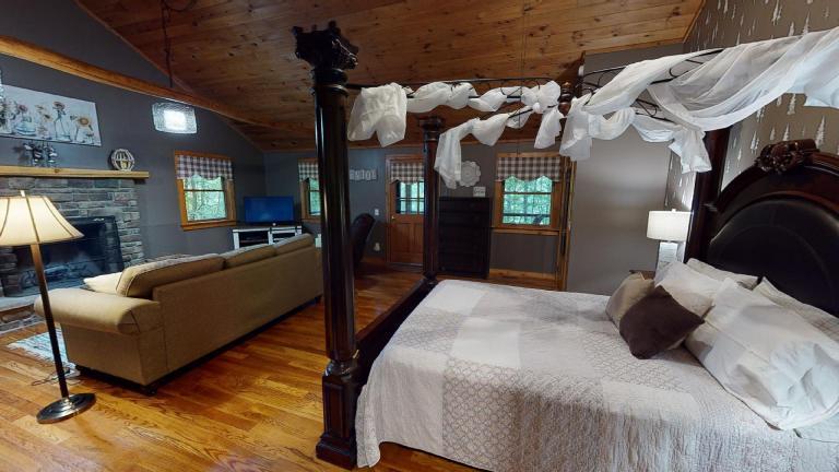 Hocking Hills Cabins Nestled Away bed