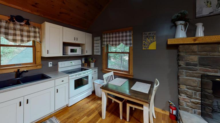 Hocking Hills Cabins Nestled Away dining table