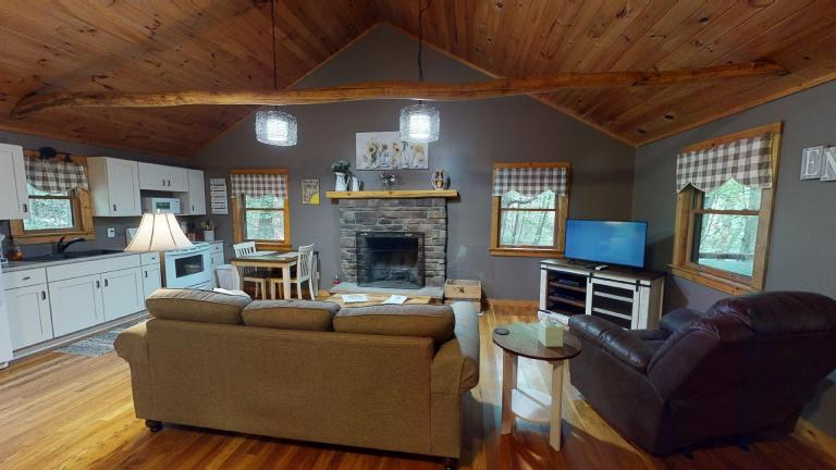 Hocking Hills Cabins Nestled Away living area