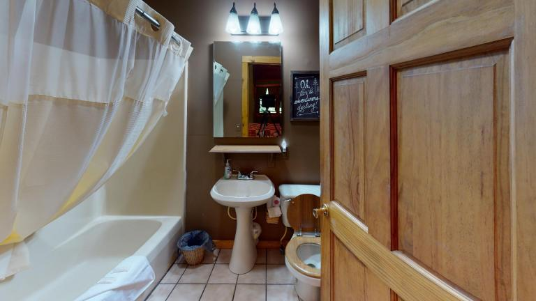 Hocking Hills Cabins Sweet Seclusion Bathroom