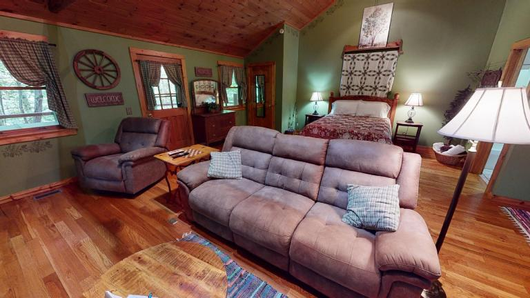Hocking Hills Cabins Sweet Seclusion couch