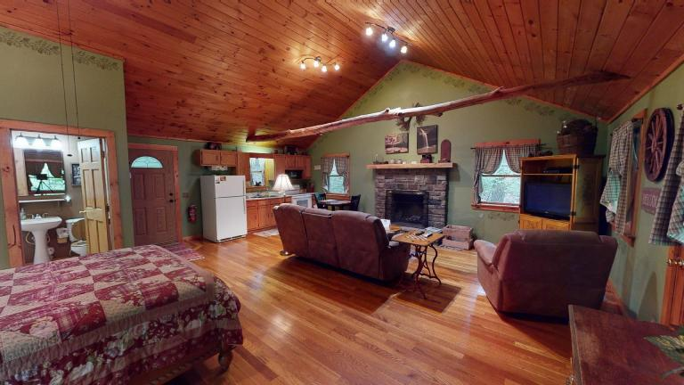 Hocking Hills Cabins Sweet Seclusion interior