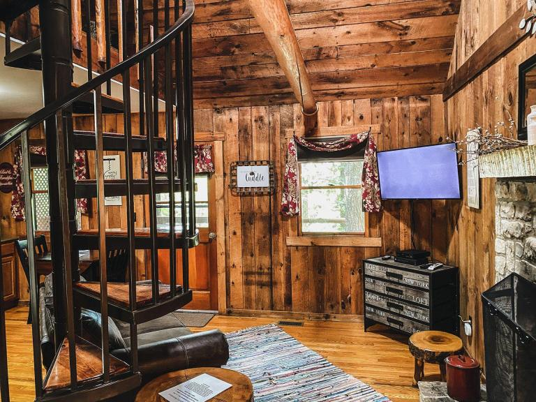 Honeymooner Cabin - Hocking Hills